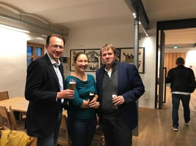 Vorsitzender Bürgermeister Matthias Stadler (St. Pölten), Stadträtin Viktoria Gruber (Schwaz) mit Stadtrat Thoma bei der Führung durch die Brauerei Fohrenburger ...